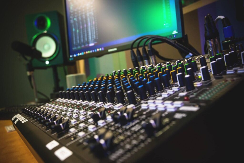 Best USB Mixer for Streaming